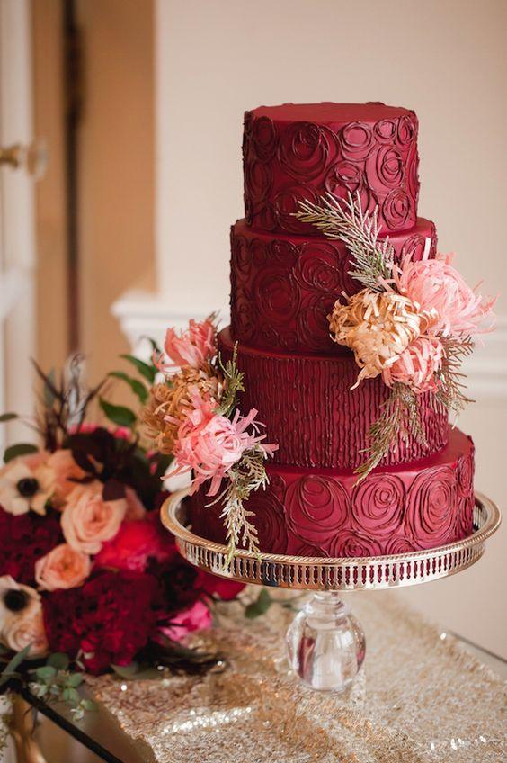 bizcocho de bodas color marsala