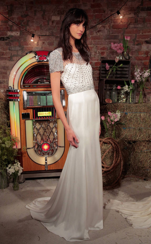 rs_634x1024-160419122622-634.Jenny-Packham-Bridal-Collection-Summer-2017-New-York.2