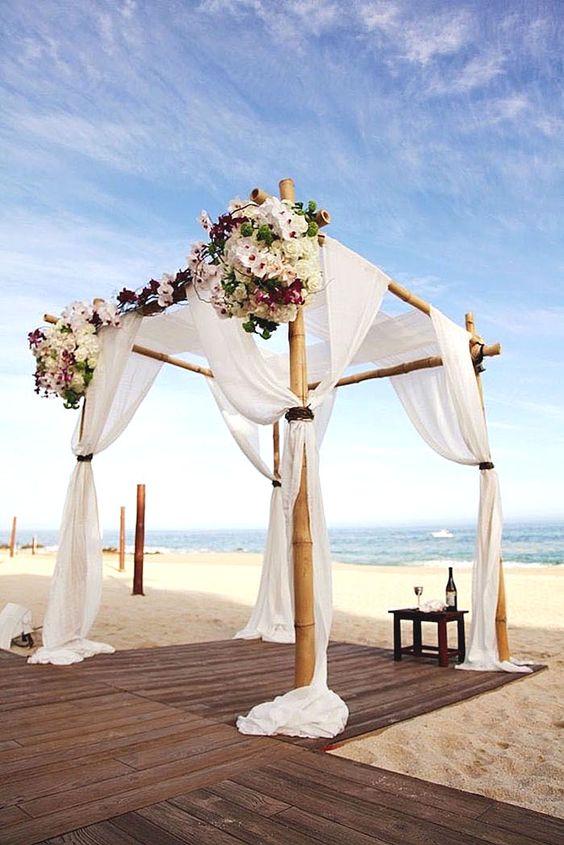 gazebos con flores para bodas en la playa