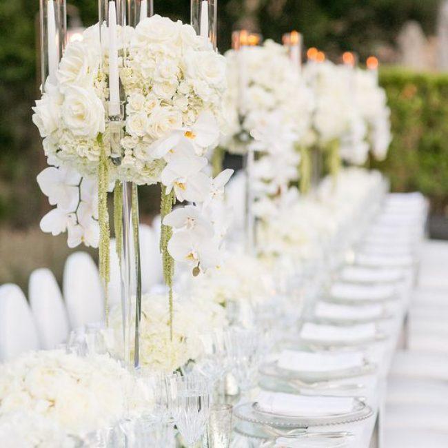 Candelabros como centros de mesa para bodas