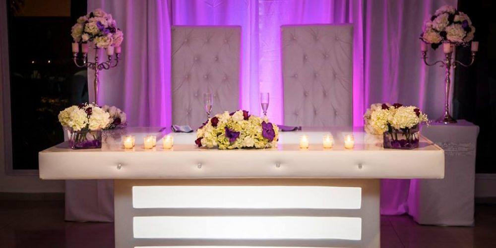 Mesas iluminadas para bodas modernas